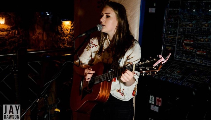 AMV Live Music | Amy Hopkinson